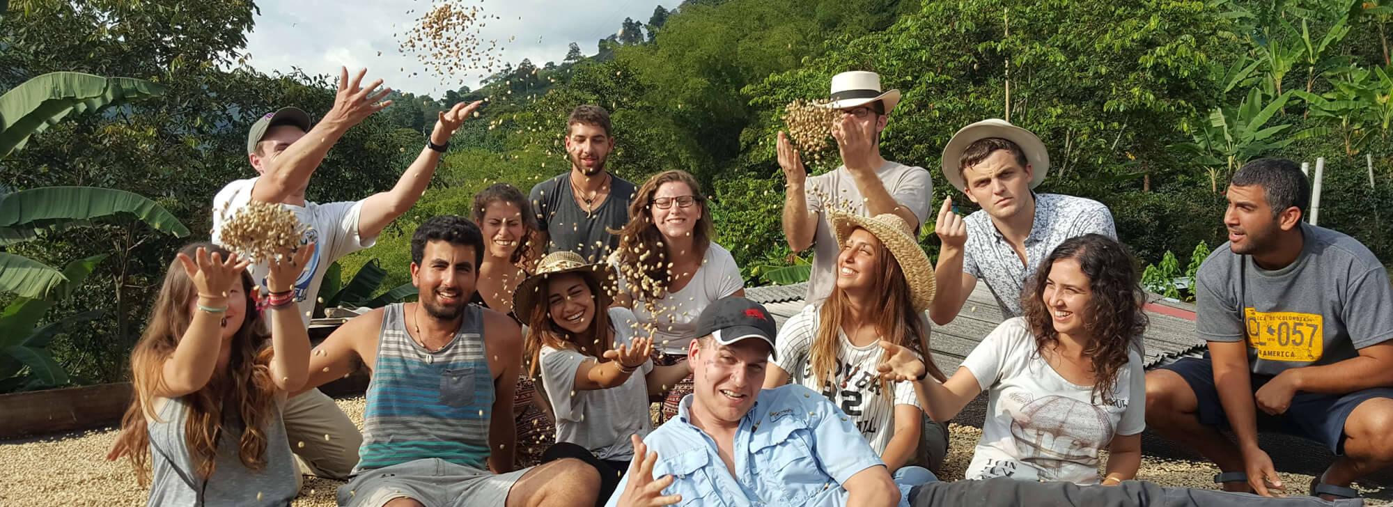 Experiencias y tour de café de la región del café y viajes con la gente y la naturaleza de colombia en el eje cafetero